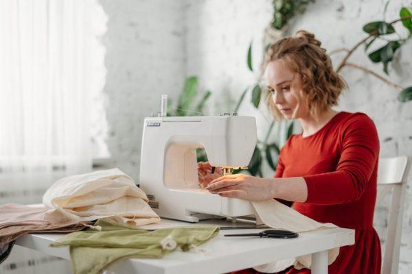 quali caratteristiche deve avere una macchina da cucire